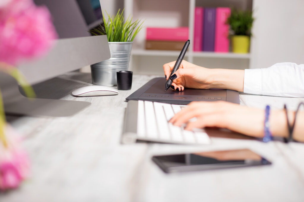woman working on her online business